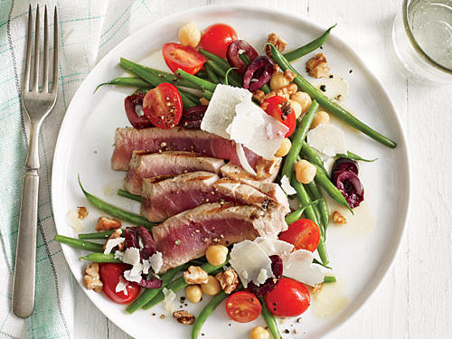 1406 Grilled Tuna Over Green Bean, Tomato, and Chickpea Salad