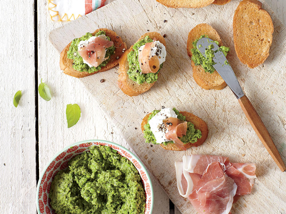 Green Pea Pesto Crostini with Prosciutto