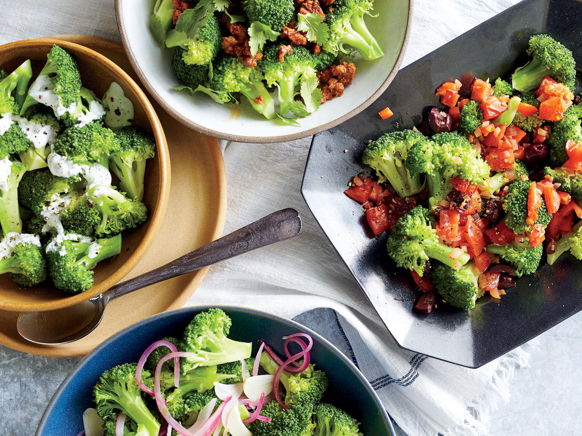 Steamed Broccoli With Garlic and Red Onion