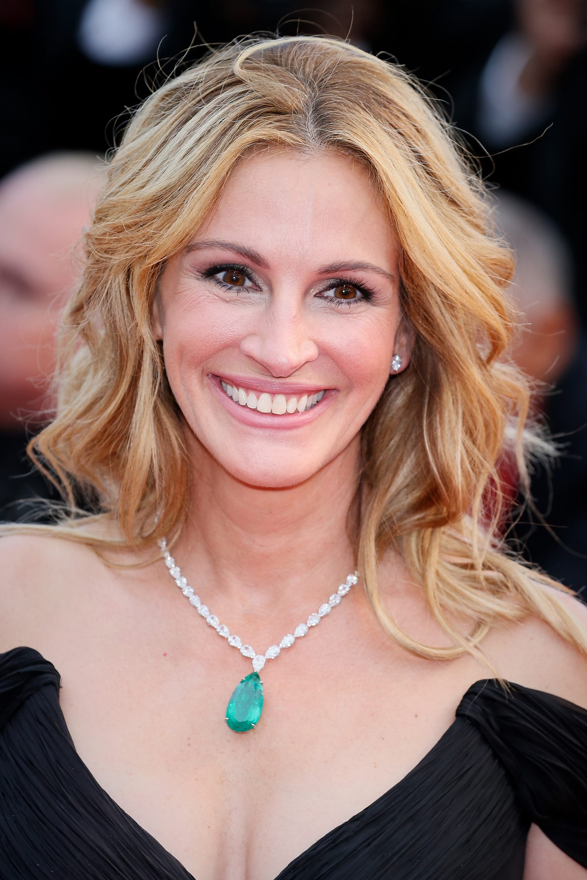 Julia Roberts Just Made the Most Unexpected Hair Change