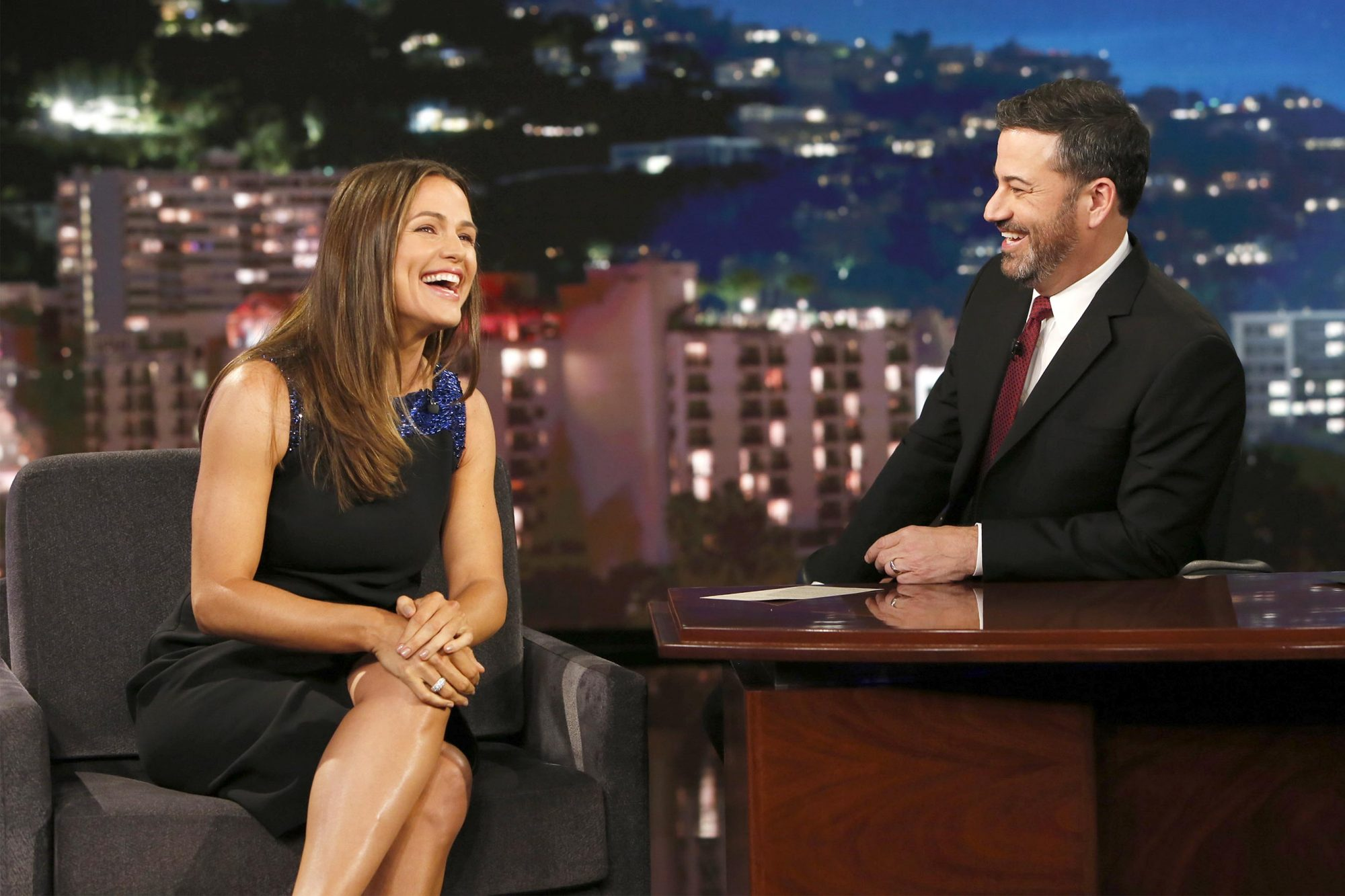 Jennifer Garner Wows Jimmy Kimmel with Her Most Famous Dessert Recipe 150525_5013