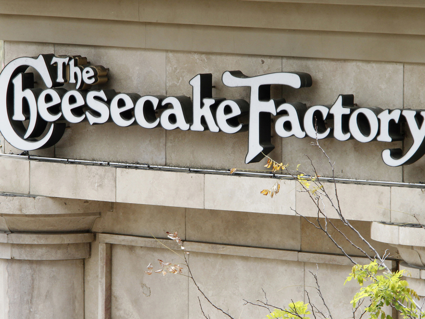 The 5 Healthiest Options on The Cheesecake Factory's SkinnyLicious Menu—Plus 3 You Should Avoid
