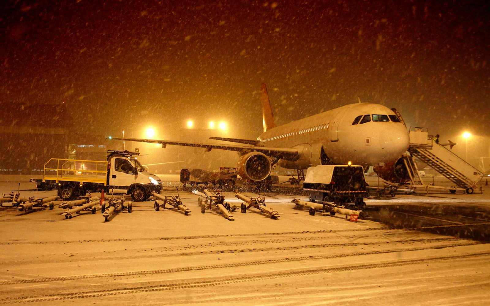 airplane weather snow storm blizzard winter
