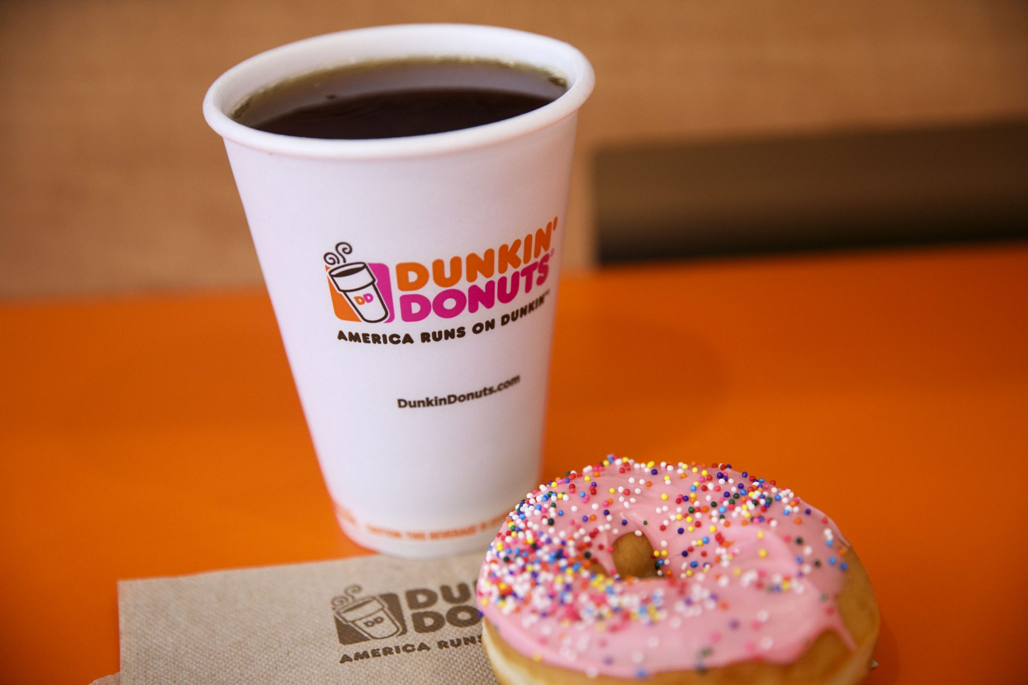 Dunkin' Donuts donate blood gift card red cross