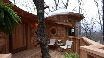 This Alabama Couple Has the Treehouse of Our Childhood Dreams ... on tree house interior, tree house builders tv show, tree house building plans, tree house hotel washington, tree house brewery, tree house floor plans, the ugliest creatures on planet, tree house friends, tree masters tree houses, tree houses from planet earth discovery,