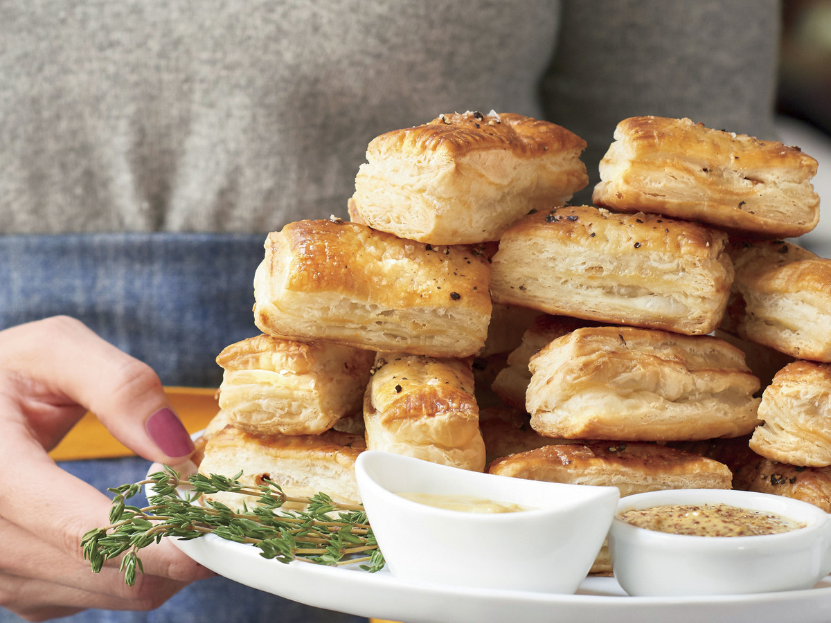 French Onion Puff Pastry Bites