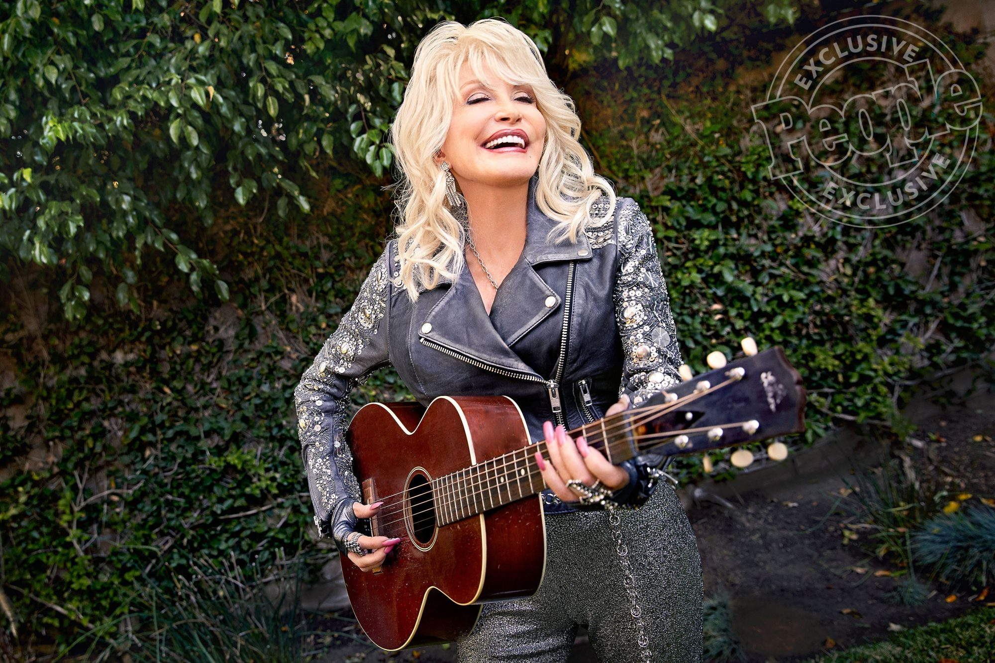 Dolly Parton with Guitar