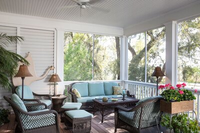5 Tips For Your Screened In Porch From Designer Elle Cole Southern