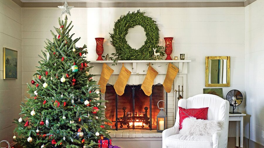 Santa Deserves a Properly Dressed Mantel
