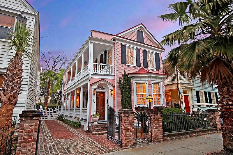 This Historic Pink Charleston Single House Could Be Yours For 995000