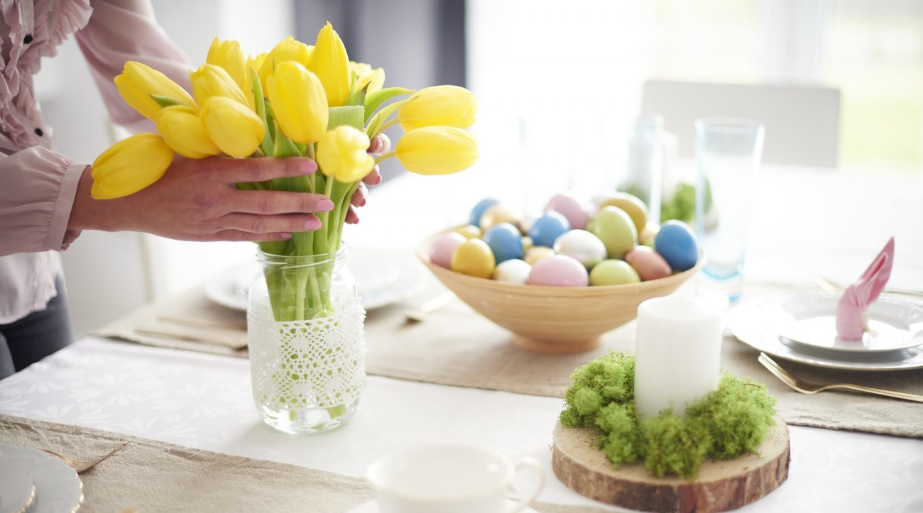 Celebrate Easter Tulips Table Setting