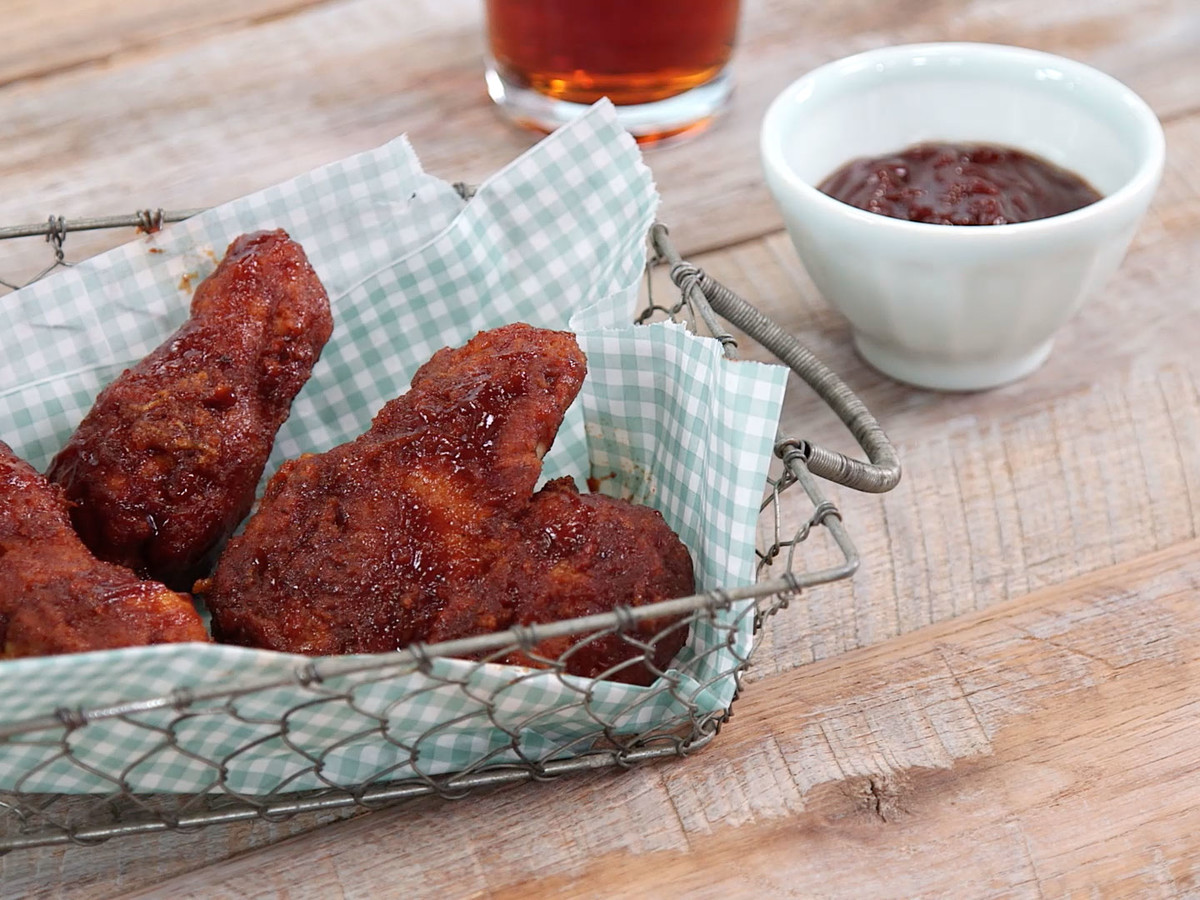 Beer-Battered Fried Chicken Wings Image