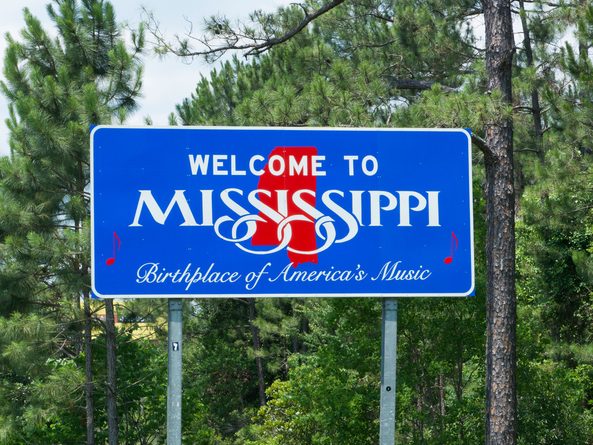 Getty Welcome To Mississippi Sign