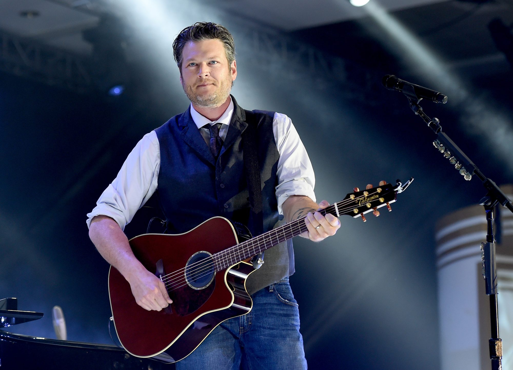 Blake Shelton onstage during Muhammad Ali's Celebrity Fight Night XXI at JW Marriott Phoenix Desert Ridge Resort & Spa on March 28, 2015 in Scottsdale, Arizona.