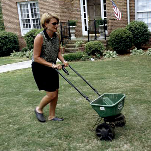 Home Gardening Tips: Spreading Weed & Feed With a Rotary Spreader