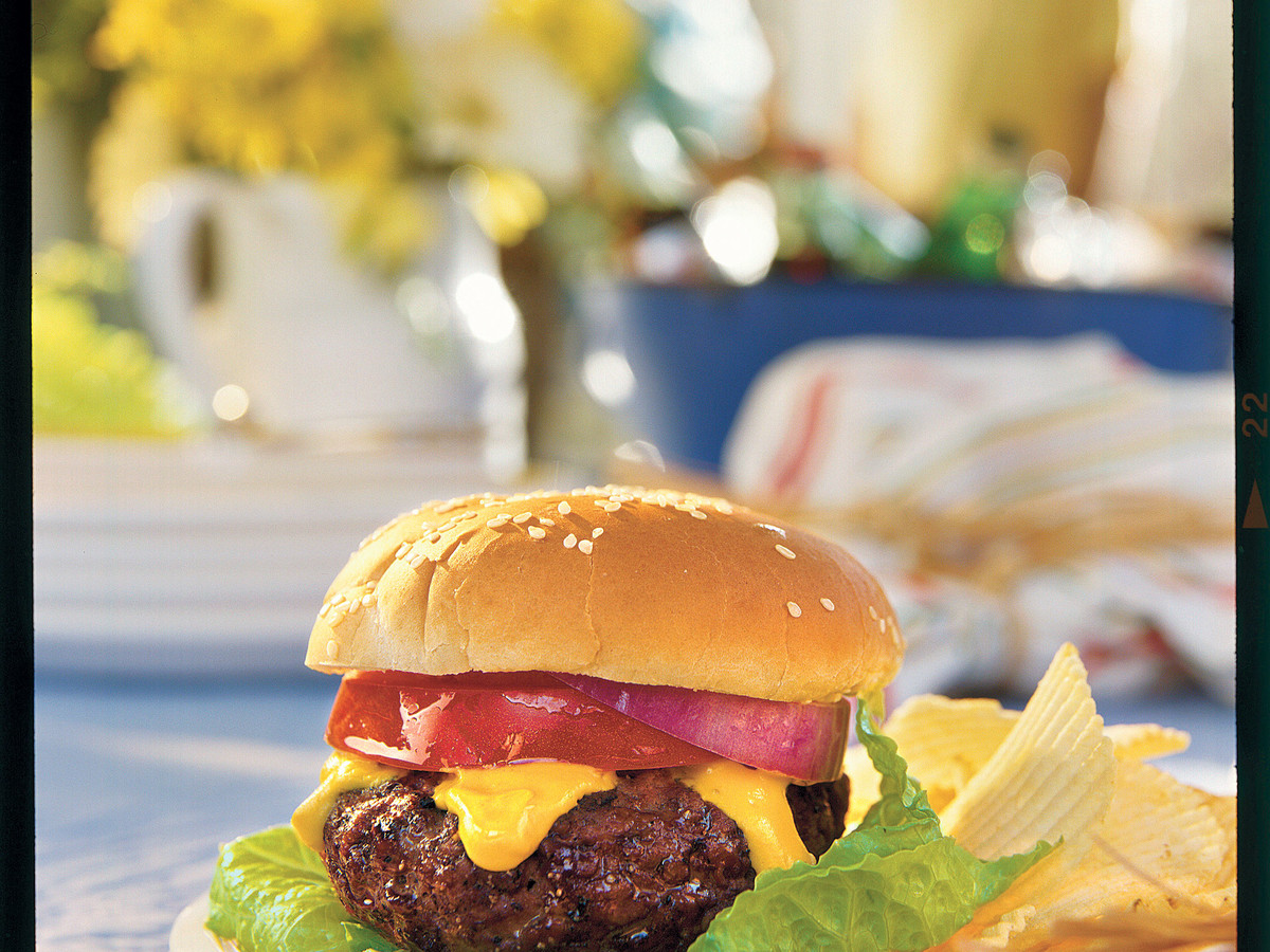 Father's Day Recipe Ideas: Spicy Cheddar-Stuffed Burgers