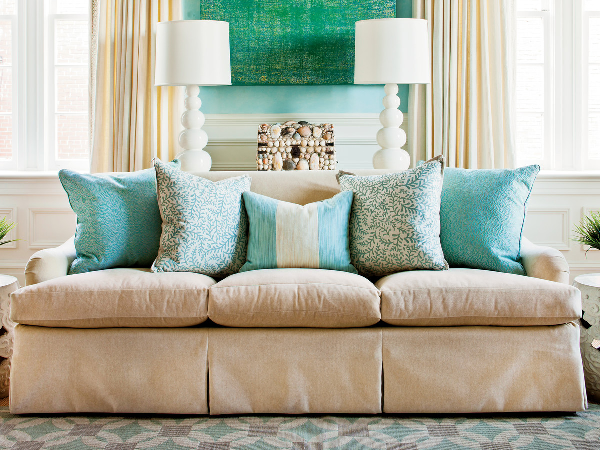 How to Arrange Sofa Pillows