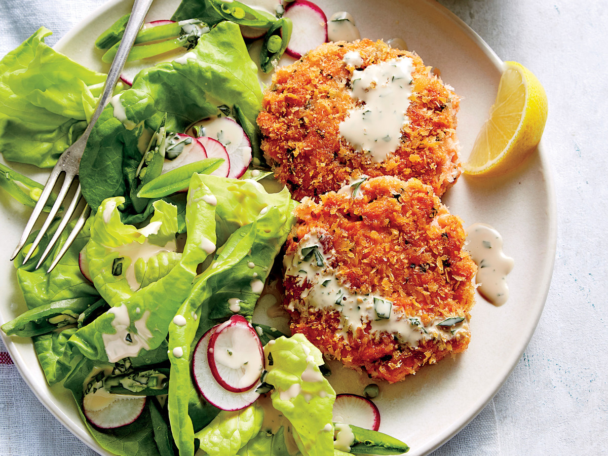 Fresh Salmon Cakes with Buttermilk Dressing