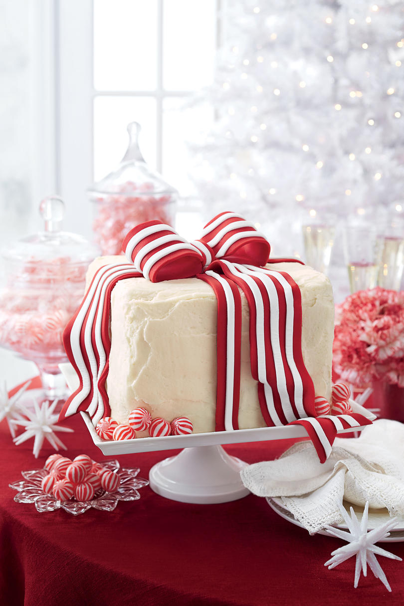 White Cake Peppermint Frosting and Fondant Bow