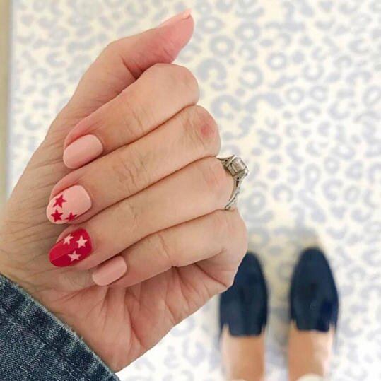 25 Valentine\'s Day Nail Designs You\'ll Fall Head Over Heels For