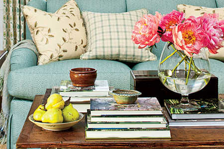 How To Choose the Right Pillows for a Sofa Tip
