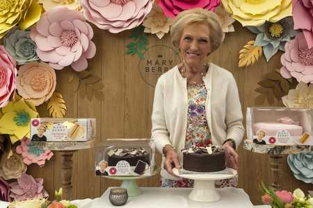 Mary Berry's Genius Tip for Mess-Free Cake Icing