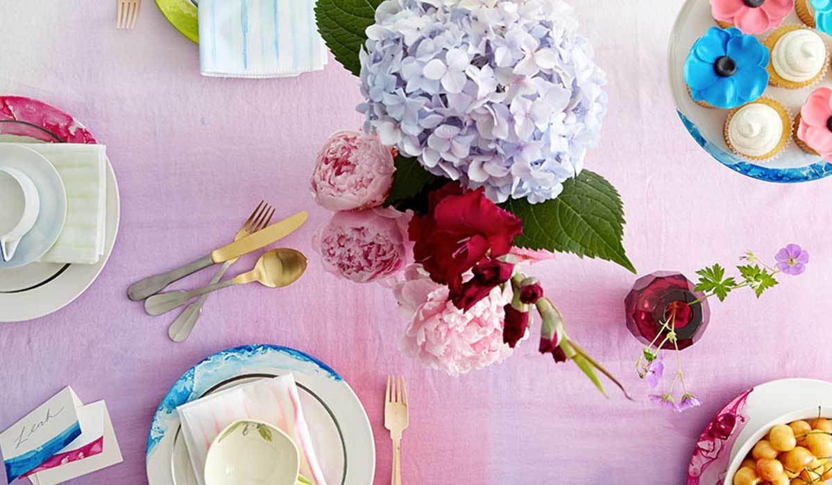 This Way for Stylish Summer Place Settings >>