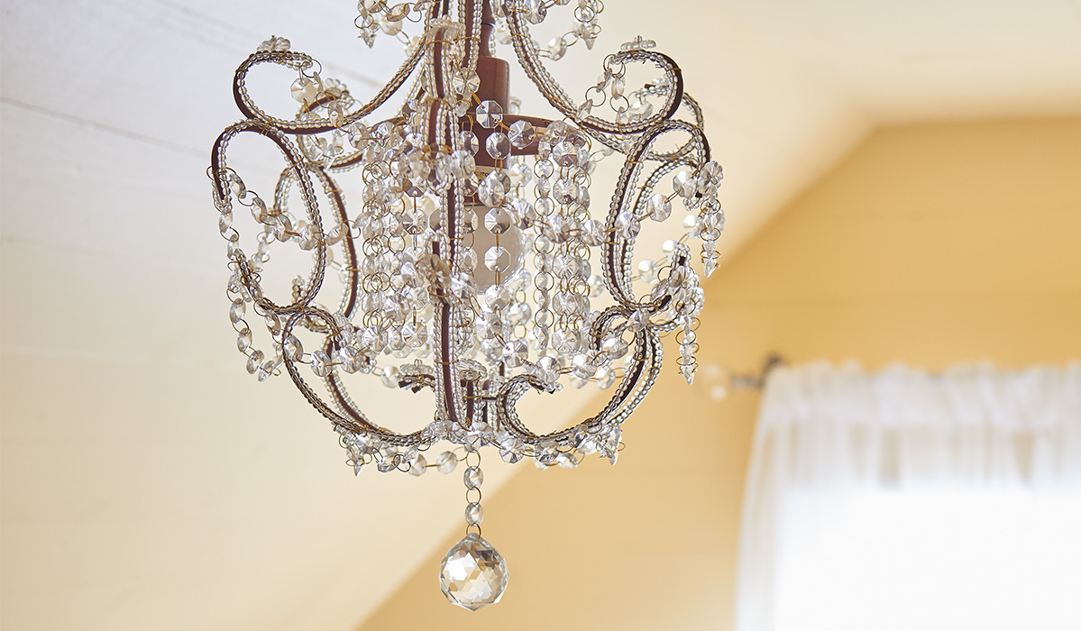 Vintage-Inspired Chandelier Finds for Serious Entryway Envy