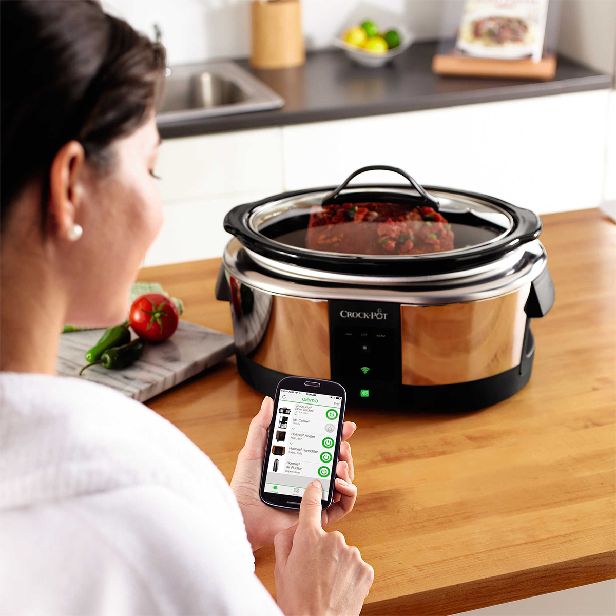 Smartphone-compatible Crock-Pot in stainless steel photo