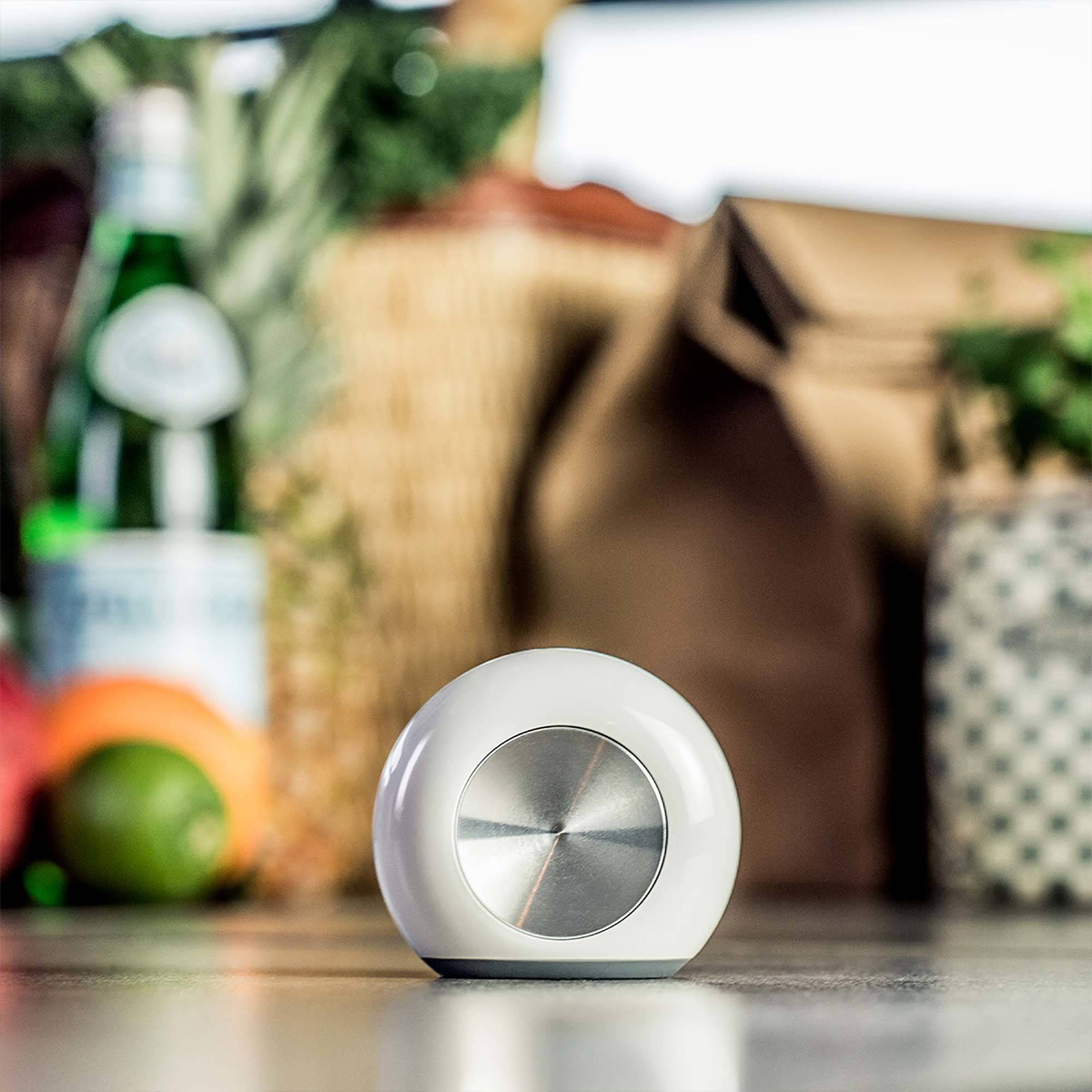 Smart fridge magnet that helps record your grocery list photo
