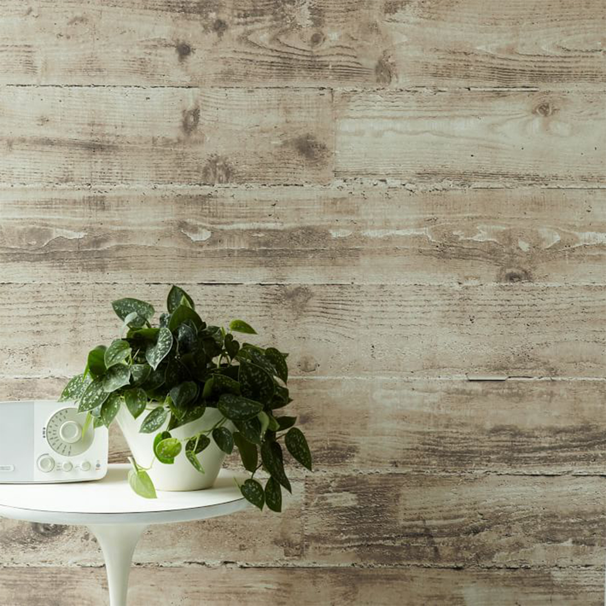 Easy-to-apply wallpaper that resembles shiplap boards. photo