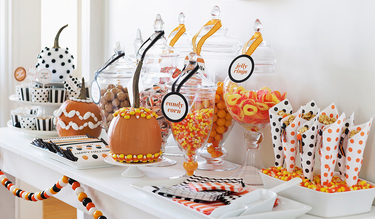 Trick-Or-Treat Yo'Self with These Halloween Candy Bowls
