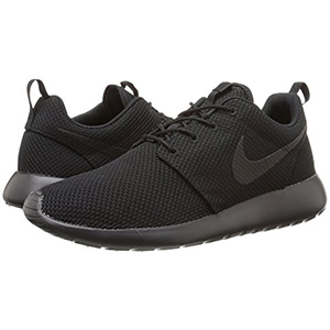 Black tennis shoes from Nike photo