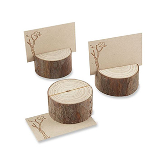 Trunk-shaped place card holders made of real wood photo