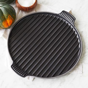 Black bistro grill with handles. photo