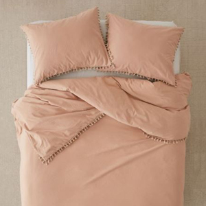 Washed cotton tassel duvet cover with two pillows in the color Sand. photo