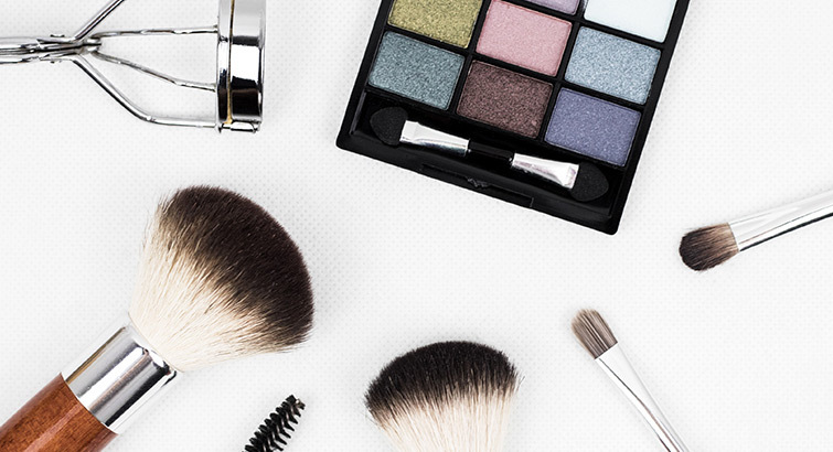 The Best Makeup Palettes & Brushes We Aren't Waiting for Santa to Bring