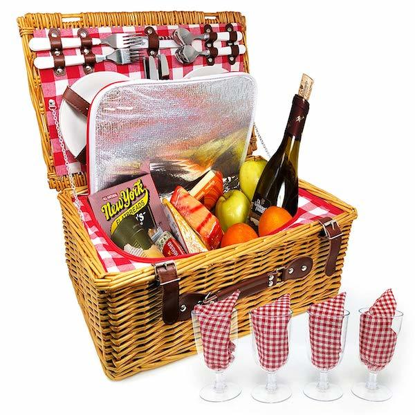 Nature Gear Insulated Four-Person Wicker Picnic Set with Plates, Wine Glasses, Flatware and Napkins Amazon photo