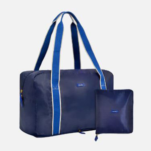 Fold-up gym bag in navy blue from Bandier photo