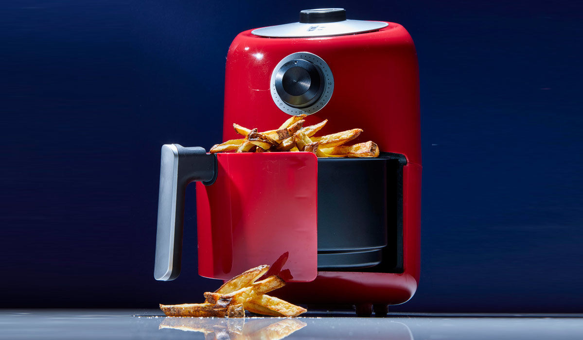 Dash air fryer in Red making french fries photo