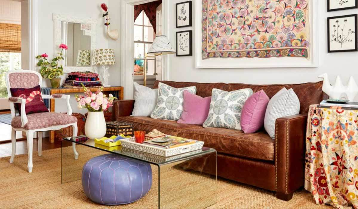 Living room with a leather couch and pink accents photo