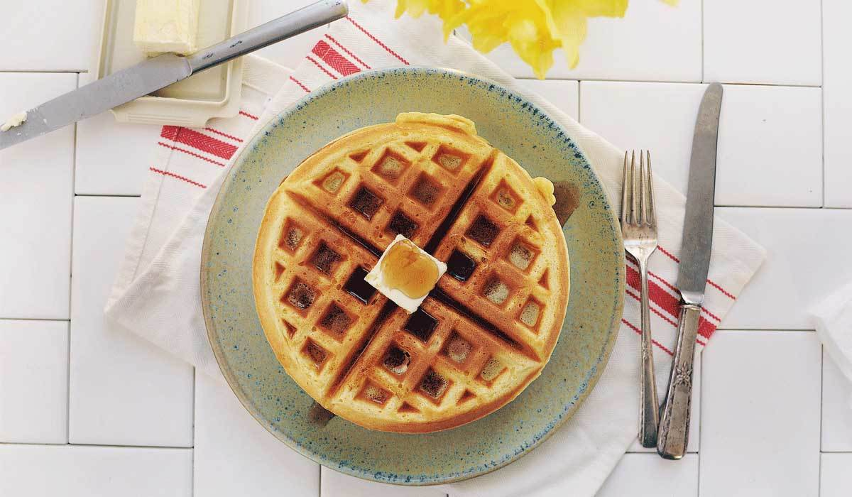 The 7 Best Belgian Waffle Makers on Amazon, According to Reviews