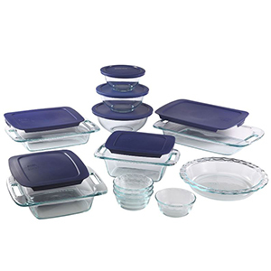 Glass bakeware set with blue lids photo