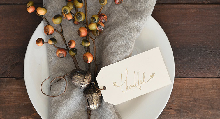 Wow Your Guests With These Beautiful Thanksgiving Place Setting Essentials