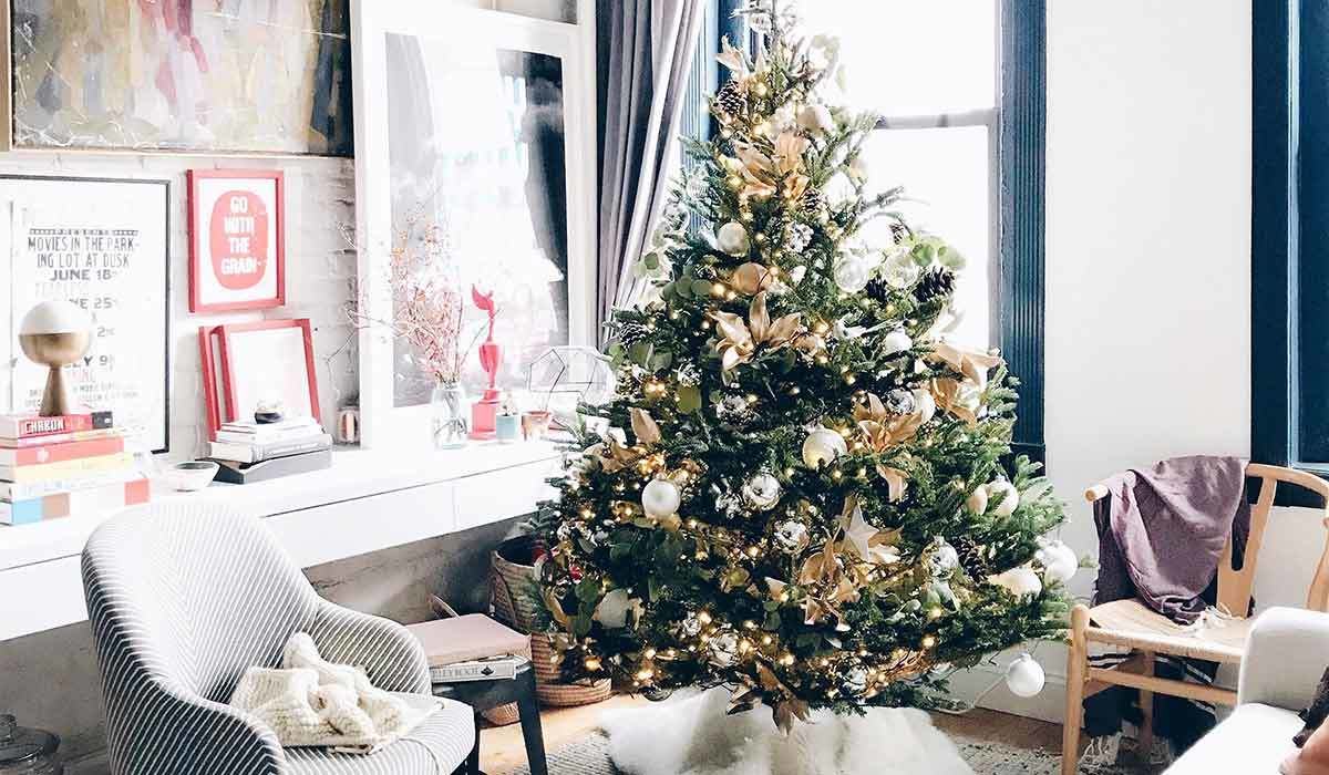 Christmas tree with gold and white ornaments photo