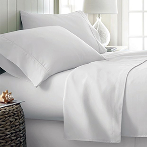Bed with white Egyptian cotton sheets from Amazon photo