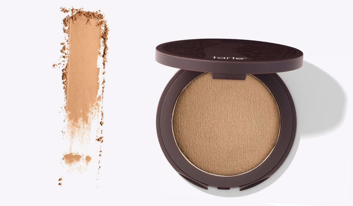 Finishing powder in a compact from Tarte photo