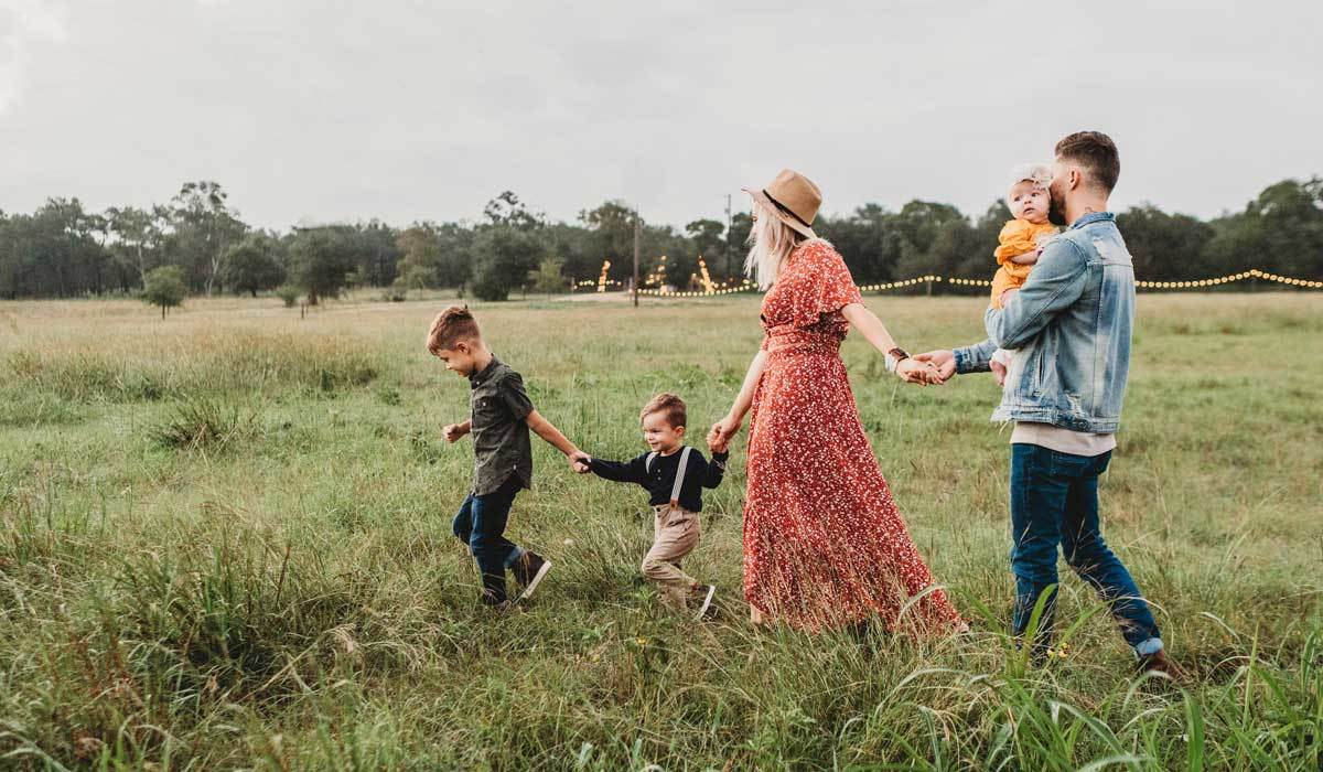 How to Dress Your Kids for a Picture-Perfect Family Photo