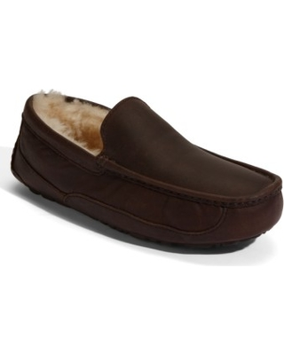 36904afcd161 Amazing Spring Deals  Men s Ugg Ascot Leather Slipper