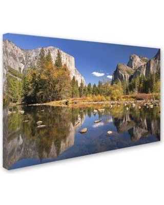 """Trademark Fine Art 'Valley View' Photographic Print on Wrapped Canvas ALI7308-C Size: 12"""" H x 19"""" W x 2"""" D"""